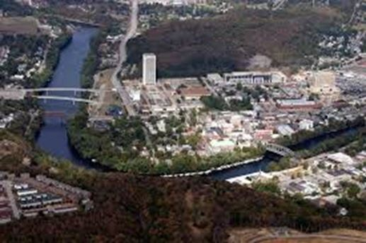 Aerial image of Frankfort and the river